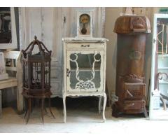 Provence bútor fehérre antikolt üvegezett kis szekrény 2.