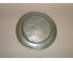 1871-es AB monogramos ón tányér