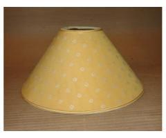 Sárga mintás lámpaernyő