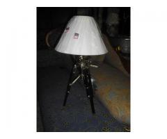 Különleges fehér burás állítható magasságú asztali lámpa