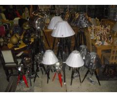 Több féle különleges állítható magasságú asztali és állólámpa érkezett