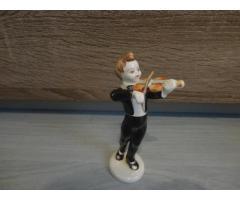 Hollóházi fiú hegedűvel!