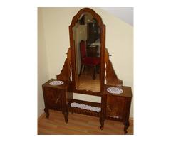 Antik bútorok: tálaló, asztal, tükrös szekrény, komód, székek egyben eladók