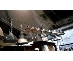 Tolerián Antiknál többféle felújított régi ipari lámpa kapható