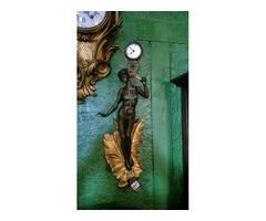 Különleges női figurás bronz falióra