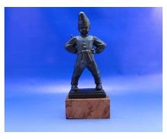 0B382 id Varga Ferenc pipás kanászfiú bronzszobor