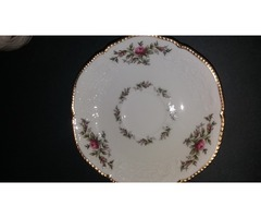 Gyönyörű, romantikus, rózsás, aranyozott, elefántcsont színű barokk készlet
