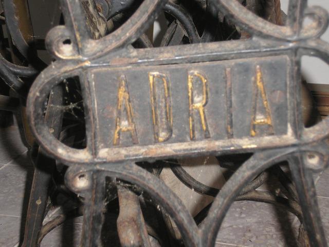 Eladó Adria varrógép