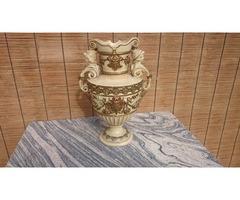 Váza figurális fogóval