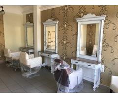 Bútorgyártás fésülködő asztal tükörrel