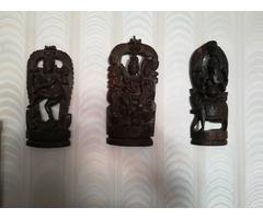 Fali fa szobrok