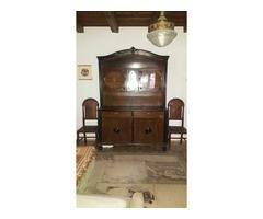 1919-től családunk tulajdonában levő 1 db tálalószerény,1db vitrines szerény 2db bőr székkel eladó.