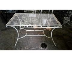 Fehér vas kis asztal