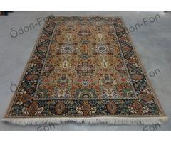 Perzsa mintázatú szőnyeg gazdag színvilággal