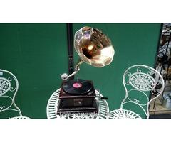 Négyzet alakú rézölcséres gramofon
