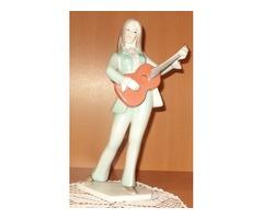 Hollóházi porcelán gitáros lány