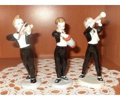 Hollóházi porcelán zenészek.