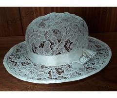 Fehér csipkés kalap