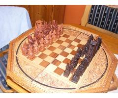 Egyedi kézzel faragott sakk készlet