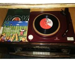 Antik rádió bakelit lemezjátszó