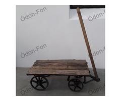Vas kerekű és vázú kis kocsi