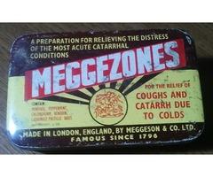 MEGGEZONESA pastilla óndoboz és  BENSON and HEDGES fém cigaretta doboz.