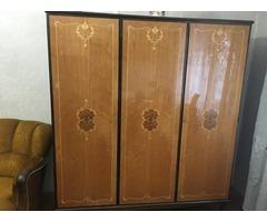 Antik, intarzias szekrény, vitrin, asztal