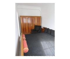 Chippendale hálószoba bútor, (ágy, szekrény, éjjeli szekrények) + ónémet fotel