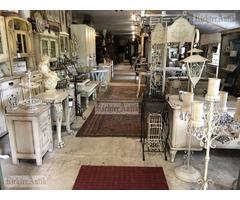 Felújított régiségek és Antikolt bútorok nagy választékban.