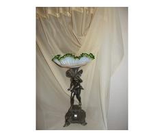 Barokk ezüstözött ón puttó, angyal szobor talpon fodros szélű antik üveg tányérral, kínáló!