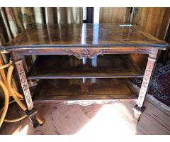 Barokkos kisasztal