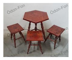 Esztergált lábú, díszesen faragott asztal + három szék