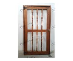 Esztergált díszes ajtó