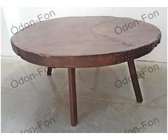 Asztal rönk lappal