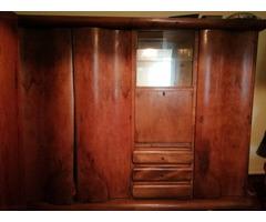 Antik szekrény.