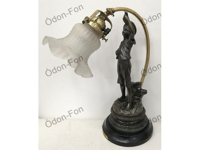 Figurális asztali lámpa