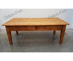 Rusztikus felületű dohányzóasztal
