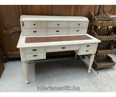 Fehérre antikolt felépítményes íróasztal