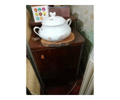 Diófa üvegajtós szekrény és ágyneműtartó eladó /2 bútor/