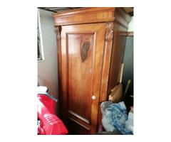 Eladó egy csodaszép régi szekrény
