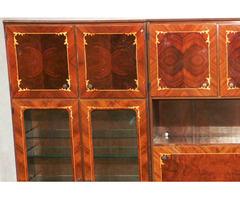 Elegáns nagy intarziás szekrénysor vitrines bárszekrényes