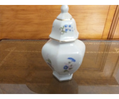 Hollóházi fedeles váza