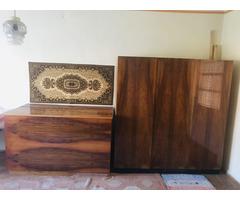 2 db Ruhásszekrény ágyneműtartó ládával eladó