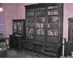 Gyönyörű antik könyvespolc kiváló állapotban