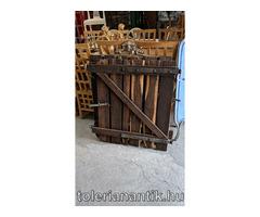 Régi viaszolt fa ajtó