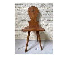 Rusztikus szék áttört szívecskés mintával