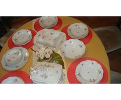 24-darabos étkészlet süteményessel.