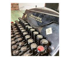 Mercedes hordozható írógép