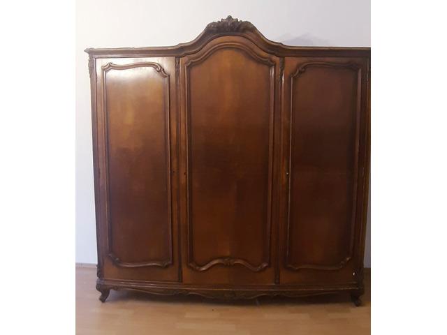 Barokk háromajtós szekrény
