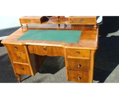 Neobarokk kilenc fiókos íróasztal-